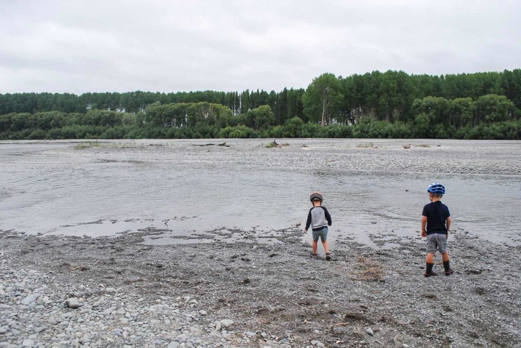 Great family spot off the beaten travel to throw stones, walk and bike at the Ashburton River Trail, New Zealand // Backyard Travel Family