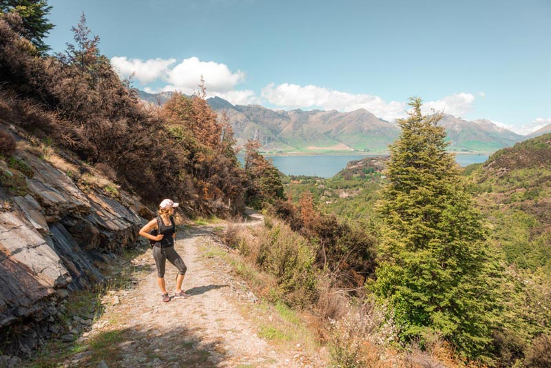 5 beautiful Queenstown walks overlooking lakes and mountains, New Zealand